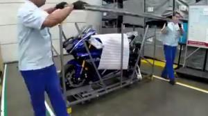 Rozpakowanie nowego motocykla - każdy chciałby to przeżyć