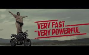 Takiej reklamy motocykli jeszcze w swoim życiu nie widzieliście!