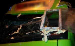 Zamiast przedniej szyby miał w ciężarówce... zwyczajne okno!