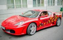 Kto się chce przejechać taksówką Ferrari? Ostatnia szansa!