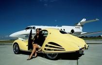 W najnowszym Playboyu Dieter Meier z zespołu Yello. A my mamy jeden z jego samochodów...