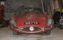 Anglicy znaleźli Jaguara E-type'a w stodole