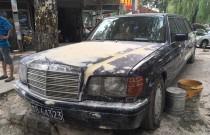 Klasyczny Mercedes-limuzyna gnije w Chinach. Zobacz klasyka!