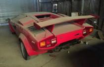 Co za znalezisko! Zakurzone Lambo, Porsche i Ferrari ukryte w starej szopie