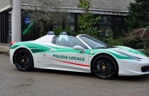 Mediolańska policja jeździ Ferrari 458 Spider!