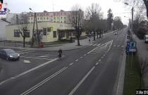 Potrącenie rowerzystki - nagranie z monitoringu miejskiego