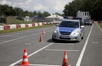 Kujawsko-pomorscy policjanci doskonalili technikę jazdy samochodem
