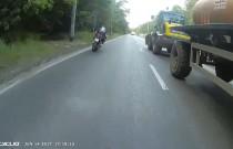 Motocyklista potrącił rowerzystę podczas wyprzedzania