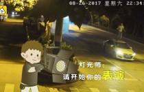 Pijany facet tańczył na dachu jadącego auta
