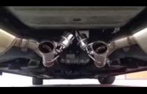 Niesamowity dźwięk wydechu w klasycznym samochodzie