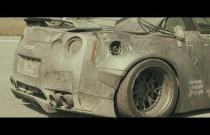 Nissan GT-R jak z Mad Maxa!