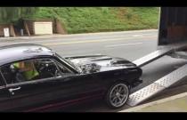 Jak nie wjeżdżać Mustangiem na pakę ciężarówki?