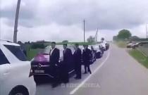 Taki tam skromny orszak weselny w Czeczenii