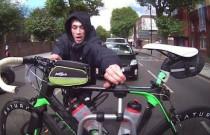 Złodziej próbuje ukraść rower zamontowany na bagażniku rowerowym
