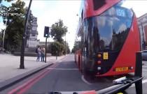 Rowerzysta zgasił autobus za trąbienie
