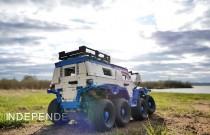 Ciężarówka Lego z napędem na osiem kół i niezależnym zawieszeniem