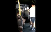 Ten moment, gdy autobus przegubowy rozrywa się na pół
