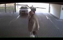 Kobieta sieje spustoszenie na parkingu podziemnym