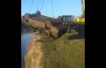 Nietypowa zawartość auta wyciągniętego z wody