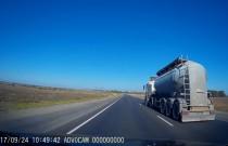"""""""Szeryf"""" w ciężarówce zepchnął osobówkę z drogi i spowodował wypadek"""