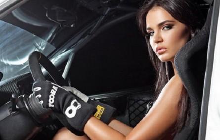 Piękne kobiety i samochody - tego potrzebujemy w piątek!