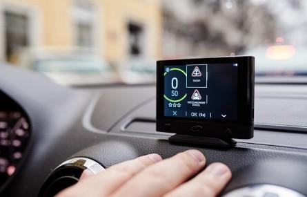 Coyote Mini: urządzenie do ostrzegania przed zagrożeniami na drogach