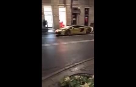 Złote Lamborghini Aventador zaliczyło noworoczną stłuczkę w Warszawie