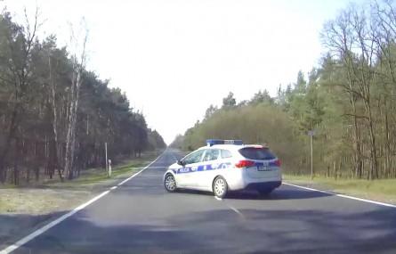 Policjant doprowadził do zderzenia!
