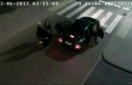 Wiózł autem dziewięć osób, w tym jedną w bagażniku
